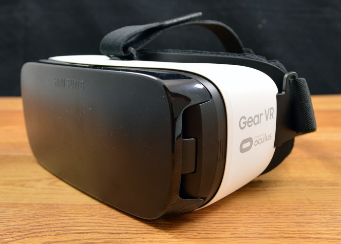 Samsung Galaxy Gear VR looks like ski goggles.