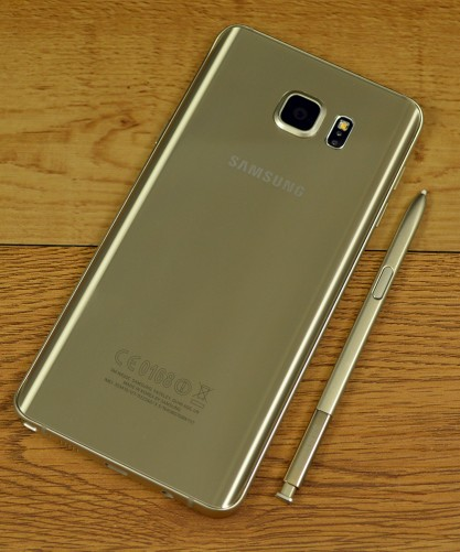 The Samsung Galaxy Note5 has no removable battery.