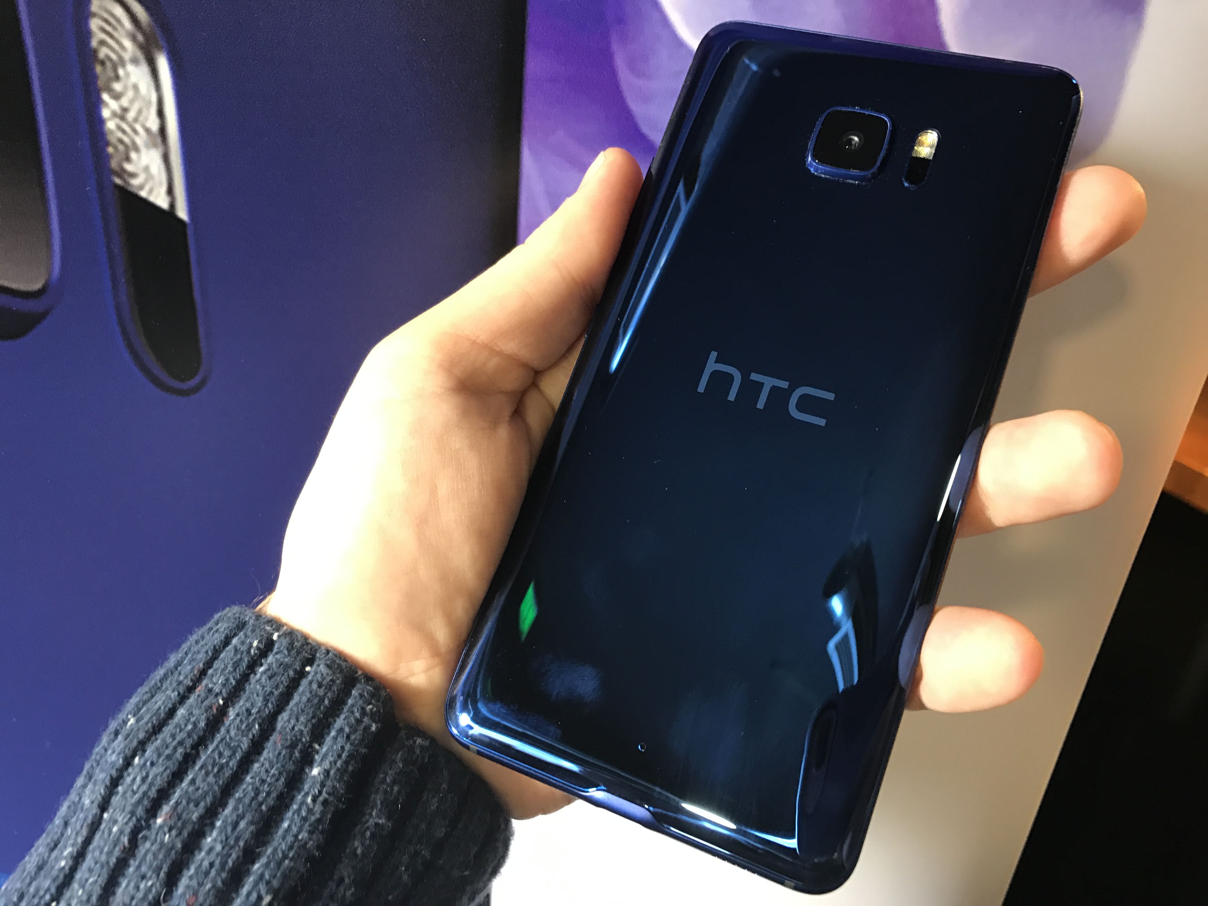 htc u ultra play bring ai and audio hands on. Black Bedroom Furniture Sets. Home Design Ideas