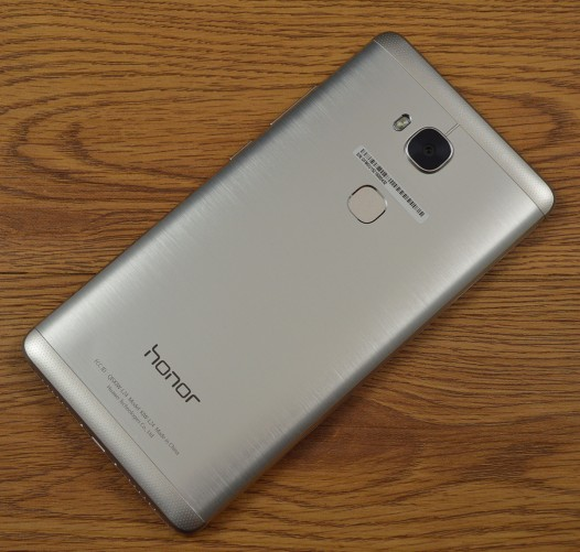 The Honor 5X has an all-metal back panel.