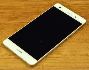 Huawei P8 Lite edge-to-edge display