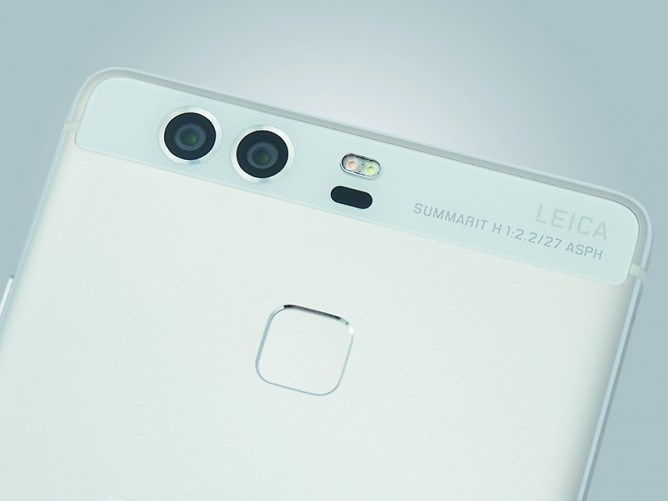 The Huawei P9 has a dual Leica-camera setup.