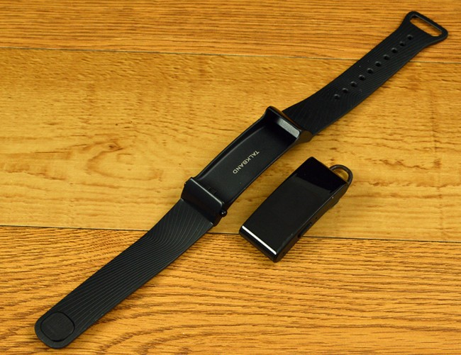 Huawei TalkBand B2 consists of two pieces
