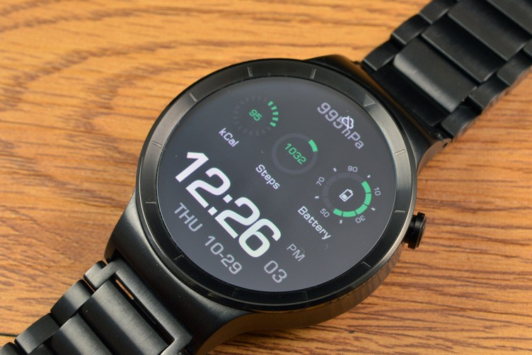 The Huawei Watch AMOLED display is excellent.