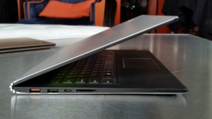 Lenovo Yoga 900 side