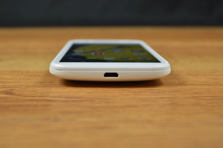 Moto E bottom