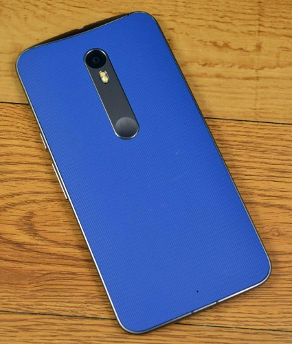 The basic Moto X Pure Edition features a soft grip back, which feels pleasant, though not as premium as other flagships. It easily scuffs and scratches.