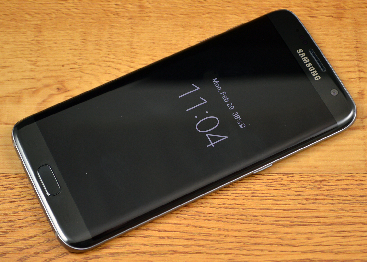 Samsung Galaxy S7 Edge Review Near Perfect Gadget Handphone Xiaomi The Always On Display Shows Basic Info